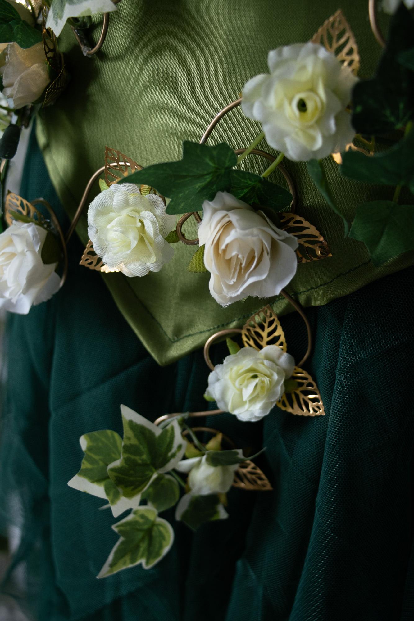 Gürtel aus Moos und Rosen